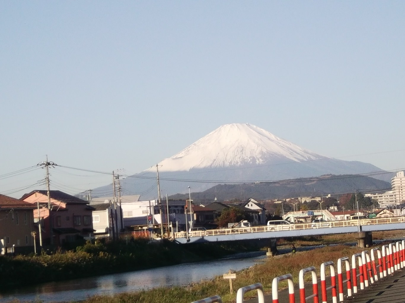 富士山に見守られ....玉ねぎ.植え付け!_b0137932_22425998.jpg