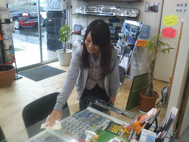 ランクルトミー札幌店(^o^)開店準備中! ついにランクル200コーナー新設_b0127002_9321679.jpg