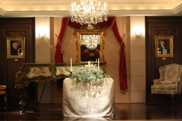 思い出のテーブル 紅葉と紅茶のバラで シェ松尾青山サロン様へ_a0042928_18493238.jpg