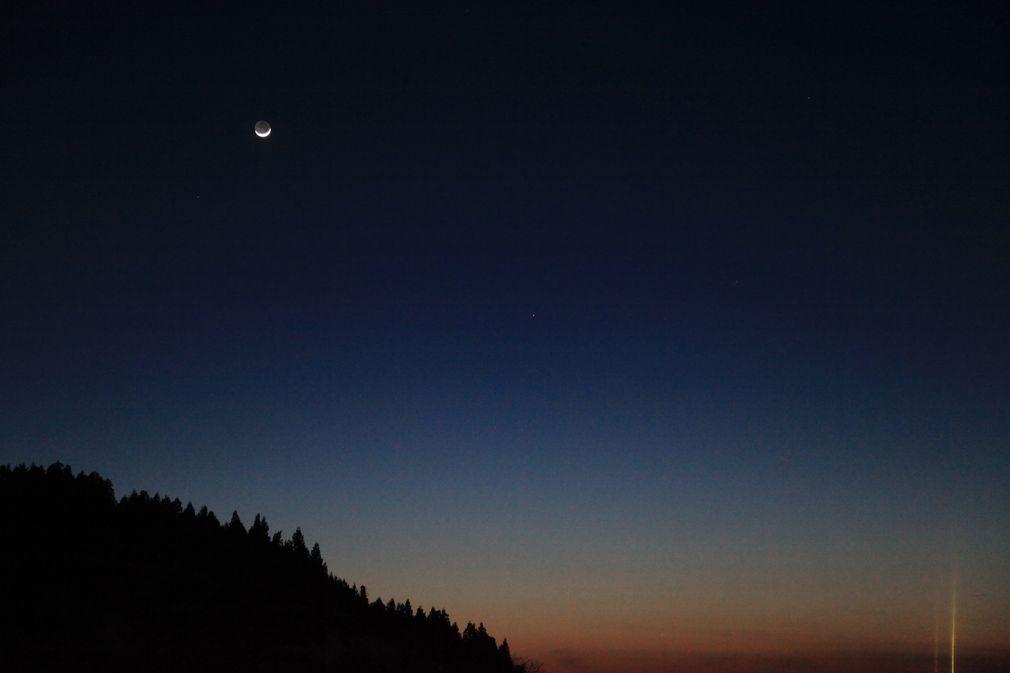 昨晩の月 _e0150433_1753685.jpg