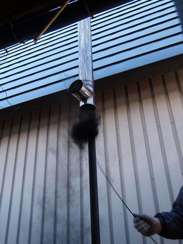 煙突掃除は楽し ~ドサッ、から神様の耳かきまで~_f0236291_8392815.jpg