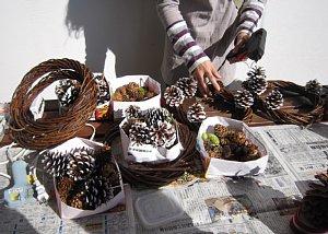 クリスマスリース作りinすくすくヶ丘_c0141652_1855735.jpg