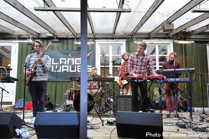 アイスランド・エアウエイブス2012(1):初日前半 ミュージシャンに囲まれ濃厚にスタート!_c0003620_14395142.jpg