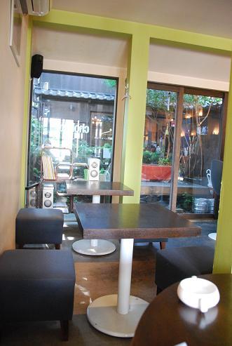 京都御苑側のカフェ cafe chobitto(カフェ チョビット)_c0099133_1026515.jpg