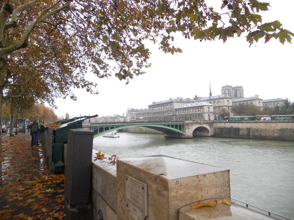 パリの風景いろいろ_a0066869_632286.jpg