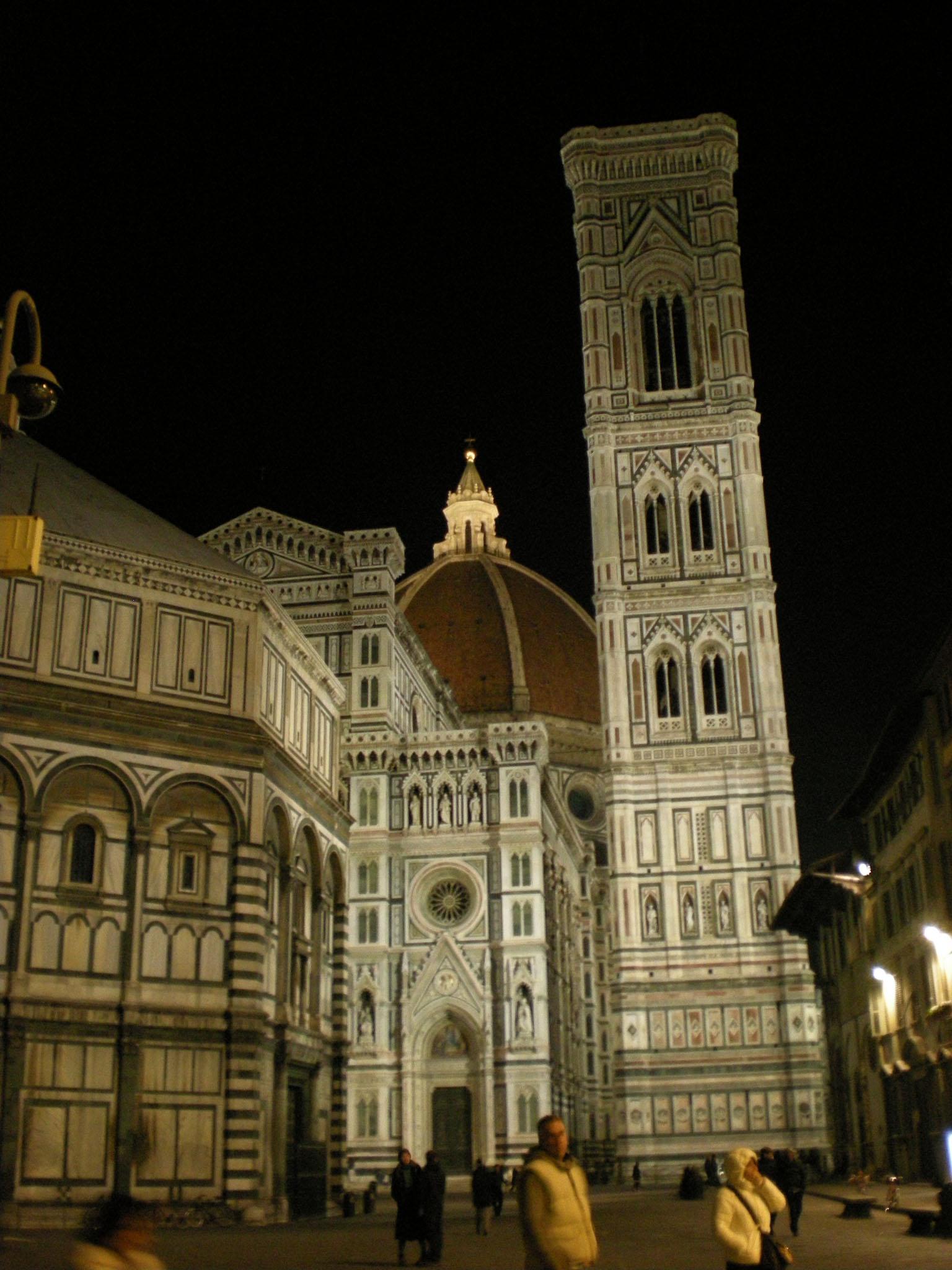 夜の食事の後はフィレンツェの夜の街を散策ー色んなものに出会えます!!_c0179785_19252767.jpg