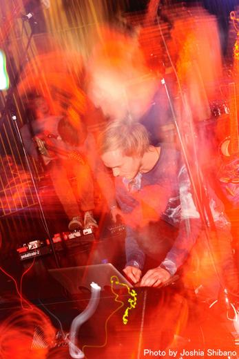 アイスランド・エアウエイブス2012(2):『Valtari』関係の美術展に次ぎ、急いでライブへ!_c0003620_045253.jpg