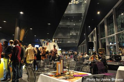 アイスランド・エアウエイブス2012(2):『Valtari』関係の美術展に次ぎ、急いでライブへ!_c0003620_0463681.jpg