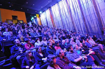 アイスランド・エアウエイブス2012(2):『Valtari』関係の美術展に次ぎ、急いでライブへ!_c0003620_051498.jpg