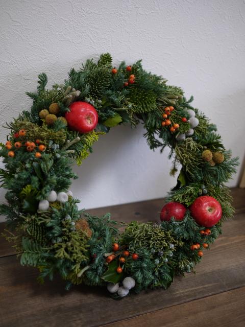 フレッシュクリスマスリース、いかがですか?_b0271383_11555758.jpg