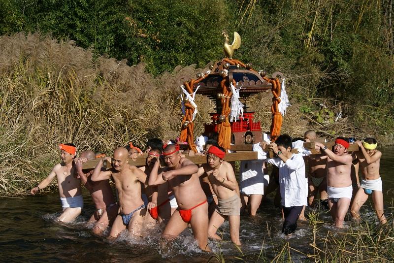 村の鎮守の神様の、今日は目出度い御祭日… 北茨城市_b0183886_2361843.jpg