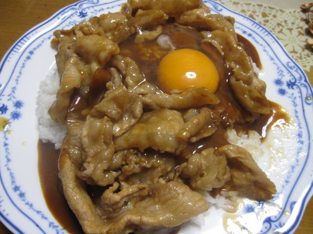 ハウス カリー屋カレー辛口¥68 + 豚バラ肉 + 生卵_b0042308_2345336.jpg