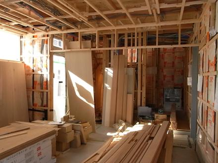 『小原田の家+アトリエ』 内部の木工事が進行中です。_e0197748_1483350.jpg