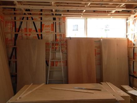 『小原田の家+アトリエ』 内部の木工事が進行中です。_e0197748_1483780.jpg