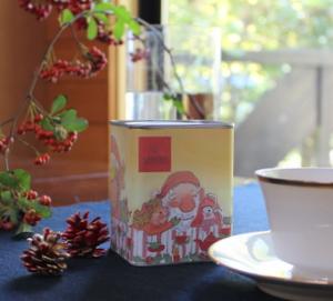クリスマス缶の紅茶♪_a0222556_053452.jpg