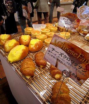 パン工房のチーズフェア_c0141652_11333416.jpg