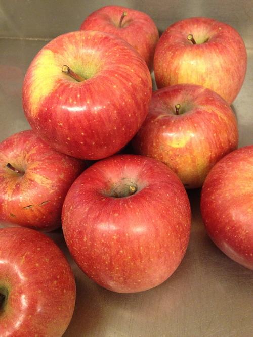 りんご祭り 日曜日までです_c0195151_2275477.jpg