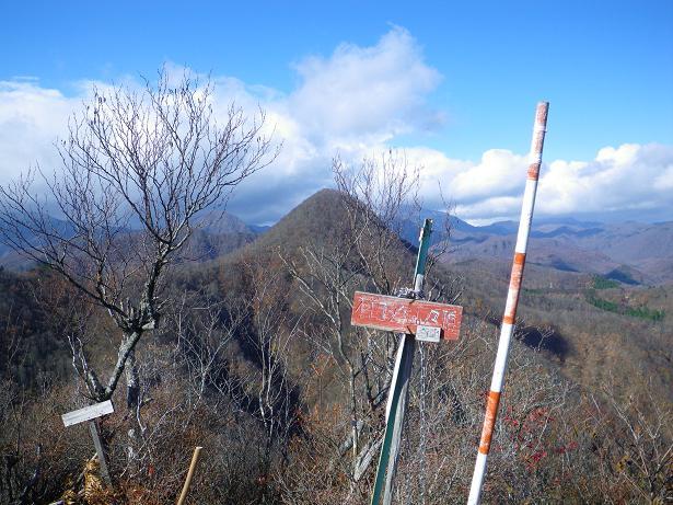 二口山塊の里山を歩く (三森山から桐ノ目山まで) ~ 2012年11月21日_f0170180_19214414.jpg