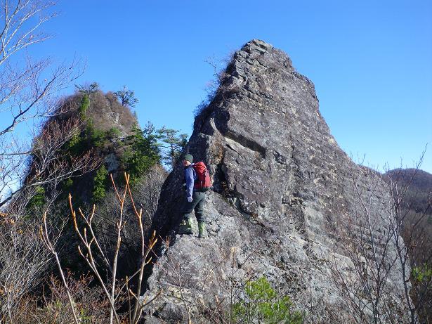 二口山塊の里山を歩く (三森山から桐ノ目山まで) ~ 2012年11月21日_f0170180_19534858.jpg