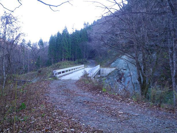 二口山塊の里山を歩く (三森山から桐ノ目山まで) ~ 2012年11月21日_f0170180_204928.jpg