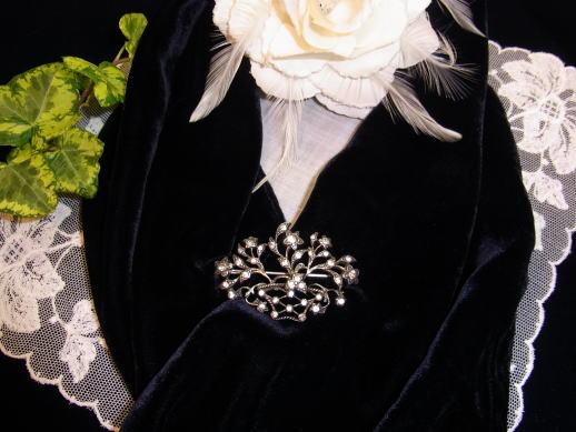 素敵な花かごのブローチ_d0127182_15575455.jpg
