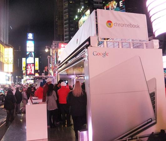 NYのタイムズスクエアで新型クロームブックのキャンペーンに遭遇_b0007805_13303624.jpg