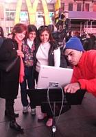 NYのタイムズスクエアで新型クロームブックのキャンペーンに遭遇_b0007805_13304612.jpg