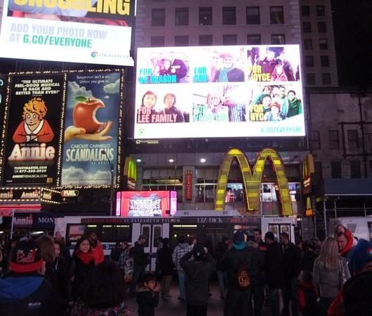 NYのタイムズスクエアで新型クロームブックのキャンペーンに遭遇_b0007805_13312143.jpg