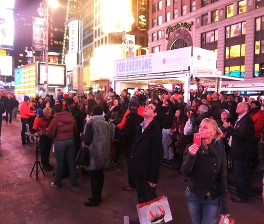 NYのタイムズスクエアで新型クロームブックのキャンペーンに遭遇_b0007805_1331425.jpg