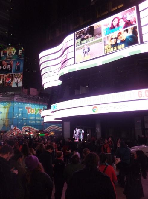 NYのタイムズスクエアで新型クロームブックのキャンペーンに遭遇_b0007805_13321163.jpg