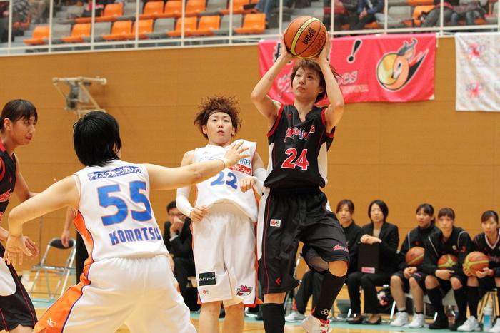 選手 と トヨタ#24 栗原三佳 選手のマッチアップです