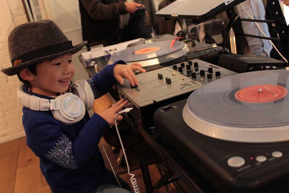 Hey, DJ!!_e0228408_1324173.jpg
