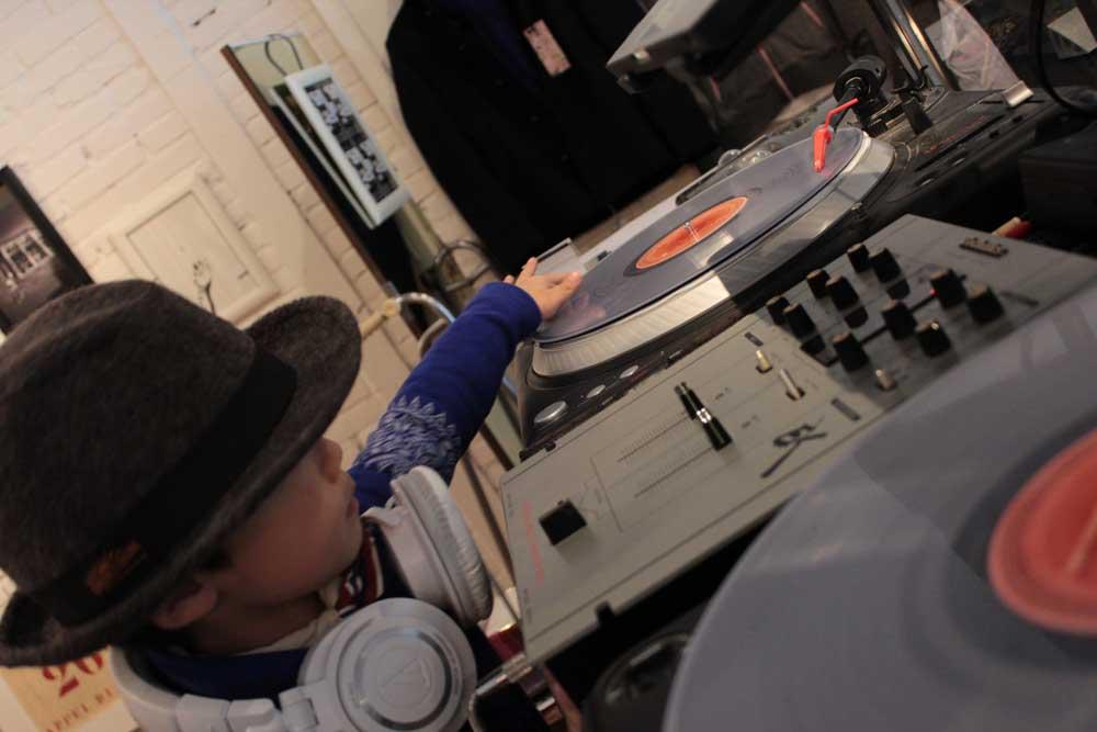 Hey, DJ!!_e0228408_13313118.jpg