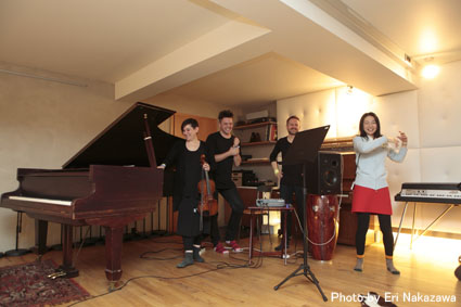 アイスランド・エアウエイブス2012(3):濃厚・満足スペシャル・スタジオツアーは未発表音源や凄い生演奏_c0003620_2344295.jpg
