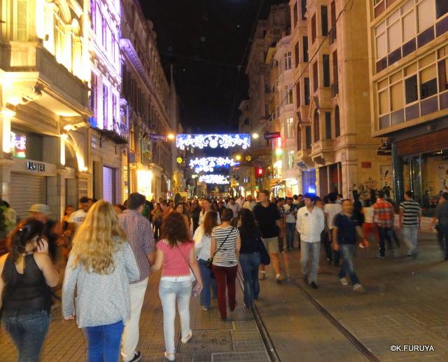 トルコ旅行記 26 イスタンブールの夜は賑やか!_a0092659_16284565.jpg