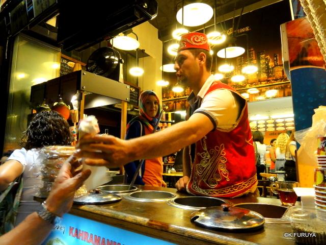 トルコ旅行記 26 イスタンブールの夜は賑やか!_a0092659_16375261.jpg