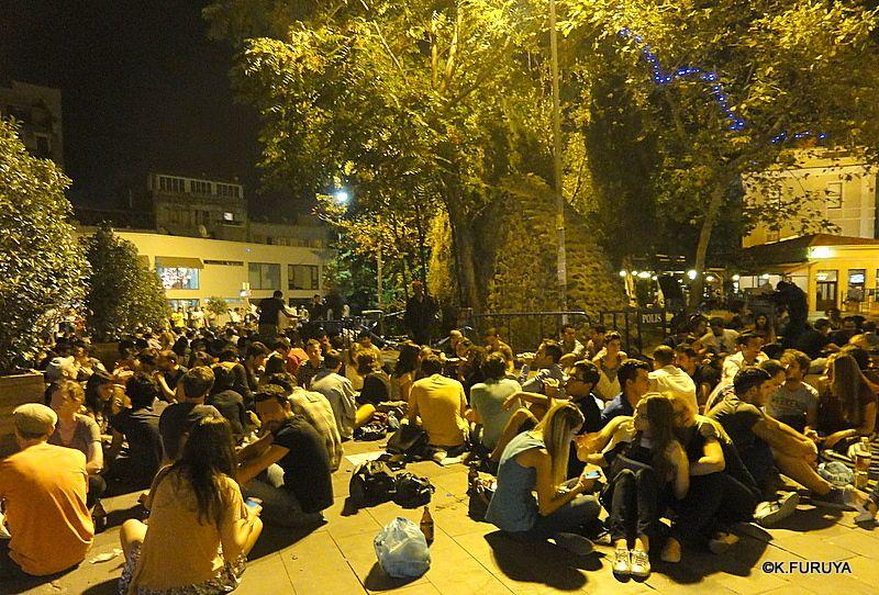 トルコ旅行記 26 イスタンブールの夜は賑やか!_a0092659_1727293.jpg