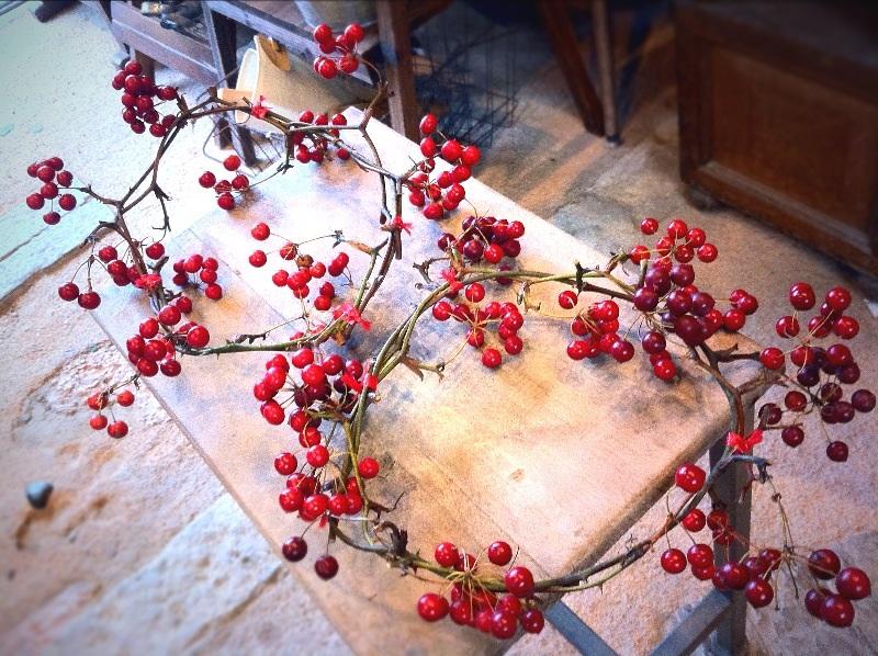 赤い実のリースたくさん。_c0069389_10484330.jpg