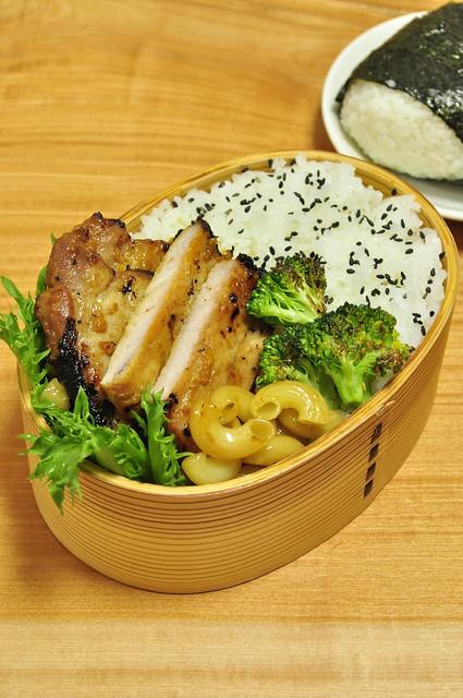 カレー風味しょうゆ糀豚弁当_b0171098_6415010.jpg
