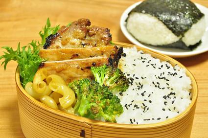 カレー風味しょうゆ糀豚弁当_b0171098_6585310.jpg