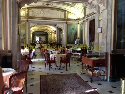 ナポリの老舗カフェと魚市場_b0107003_20554650.jpg