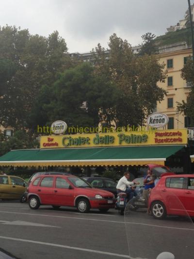 ナポリの老舗カフェと魚市場_b0107003_2059257.jpg