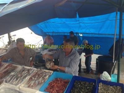 ナポリの老舗カフェと魚市場_b0107003_20592684.jpg