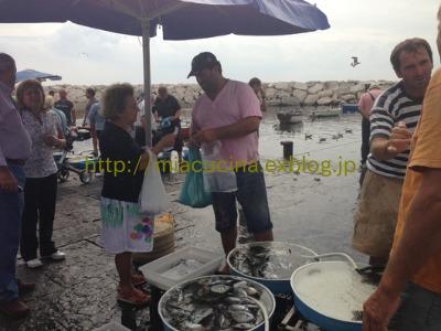 ナポリの老舗カフェと魚市場_b0107003_2104310.jpg