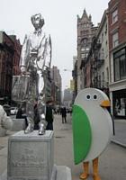 ニューヨーク市役所で働く「ゆるキャラ」、鳥のバーディーくん_b0007805_0283845.jpg