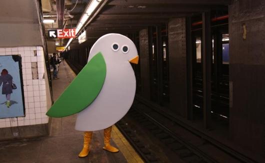 ニューヨーク市役所で働く「ゆるキャラ」、鳥のバーディーくん_b0007805_0285570.jpg