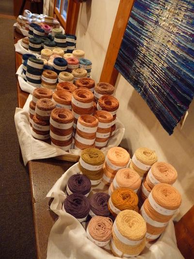 手織り三人展はじまりました_e0135219_11263157.jpg