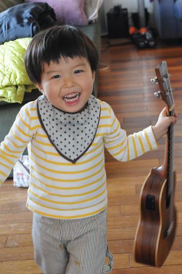Baby ウクレレメンバーのKちゃん!_c0116778_8142740.jpg