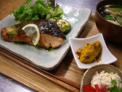 11/28晩ごはん:秋鮭のソテー~バジルソース_a0116684_20434644.jpg