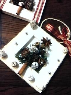 スパイスと木の実で壁掛けクリスマスリース_f0116297_232412100.jpg